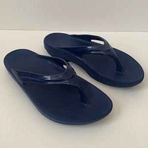 Oofos Sz 40 USA Sz 9 Blue Thong Slide On Sandals